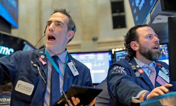 下げは2018年2月以来の大きさ(ニューヨーク証券取引所)=ロイター