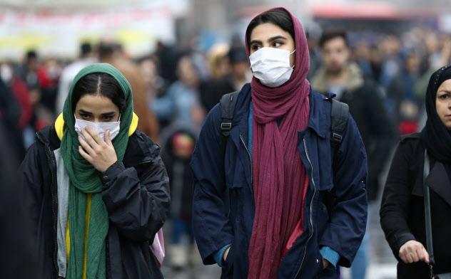 イランは新型肺炎の流行でさらなる国際的な孤立が懸念される(テヘラン市内)=ロイター