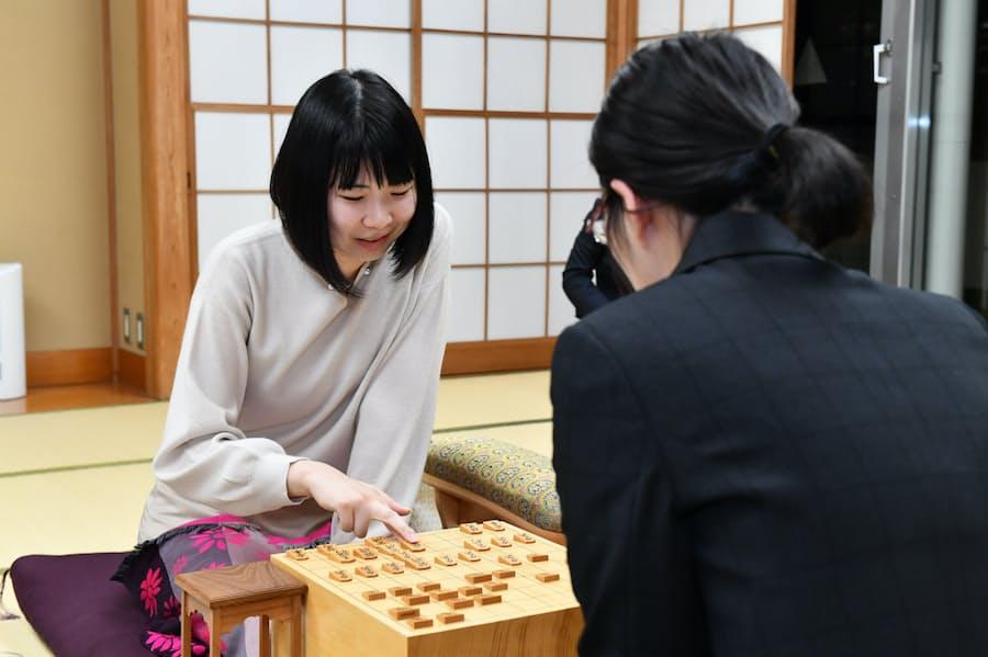 女性初の将棋「棋士」へ 西山朋佳さん、7日に大勝負: 日本経済新聞