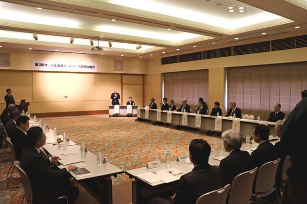 交通アクセスやBPを核とする周遊観光について協議した(25日、北広島市)