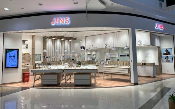 ジンズHDは中国で運営する店舗の一部を休業している(2019年12月、河北省廊坊市の店舗)