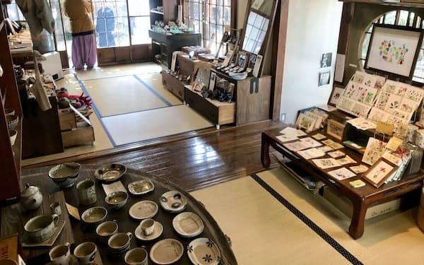 「つきやまArts&Crafts」では地域住民らが自作のクラフト作品を販売している(神奈川県大磯町)
