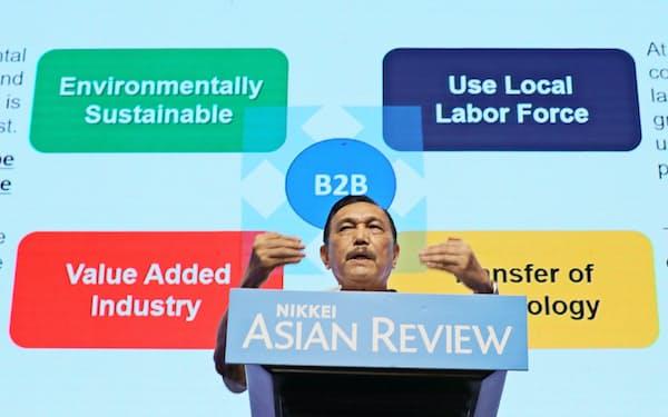 基調講演するインドネシアのルフット・パンジャイタン海事・投資担当調整相(25日、ジャカルタ)=小林健撮影