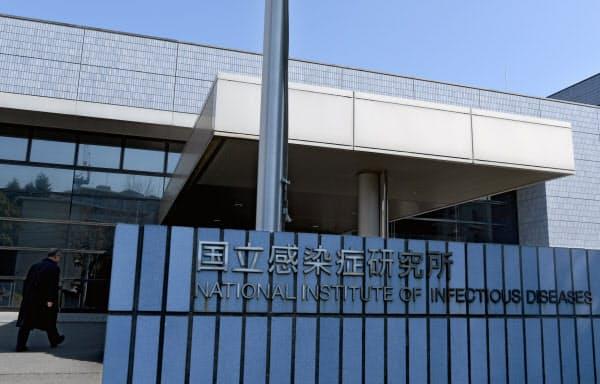 新型コロナウイルス感染の有無を調べる「PCR検査」の依頼が殺到した国立感染症研究所(東京都新宿区)