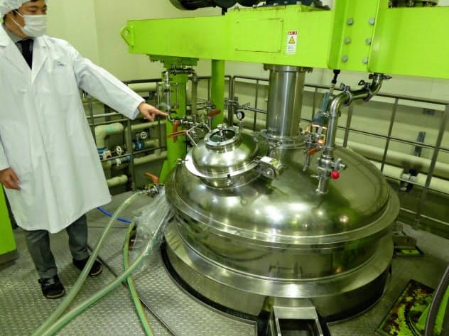 材料をかき混ぜて乳化する釜を増設する(静岡市のケアリングジャパン)