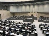 小池氏は東京都議会で、5Gノウハウを全国で共有する方針を説明した(26日、都議会本会議場)