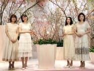 JR名古屋高島屋はモデルの鈴木ちなみさん(左から2人目)らを招き20周年の記念セレモニーを開いた