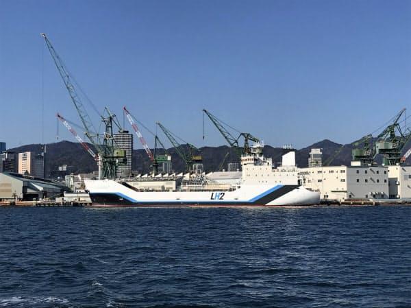 川崎重工業の液化水素運搬船(神戸港)