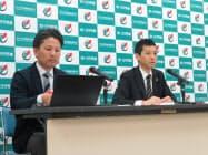 記者会見で質問に答える全トヨタ労働組合連合会の幹部ら(豊田市)