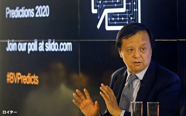 香港取引所の李小加CEOは事業の先行きに自信を示す=ロイター
