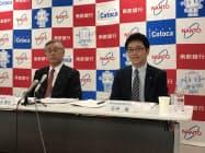 橋本隆史・南都銀行頭取(左)らが会見した(26日、奈良市)