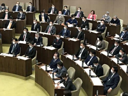 27日に開会した北海道の定例道議会ではマスク姿の道議が目立つ(北海道議会)