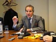 記者会見を開いた国際原子力機関(IAEA)のグロッシ事務局長(27日、東京・千代田)