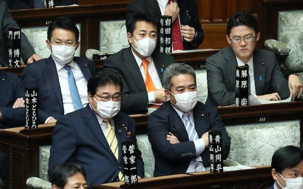 マスク姿の議員も目立つようになった衆院本会議(27日)
