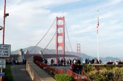 新型コロナウイルスはアジア域外でも感染拡大が懸念されている(米サンフランシスコのゴールデン・ゲート・ブリッジ)=ロイター