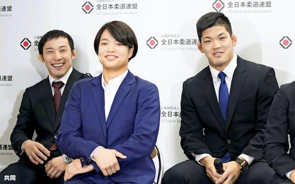柔道の東京五輪代表に決まり、記者会見で笑顔の(左から)高藤直寿、阿部詩、大野将平=共同