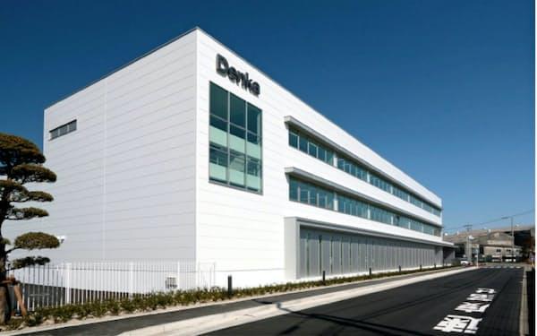 デンカは大牟田工場に各部門の従業員が交流できる新事務所を開設した