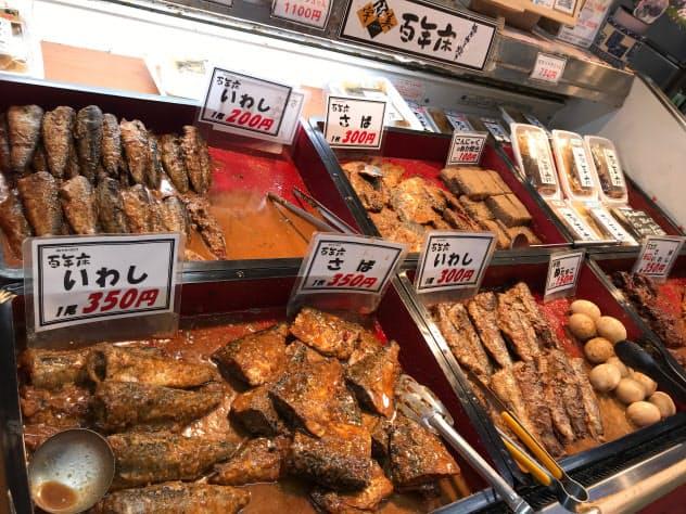 定番の青魚に加え、半熟卵やこんにゃくのぬか炊きも(旦過市場の宇佐美商店)