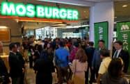 モスが開いた「モスバーガー」のフィリピン1号店(27日、マニラ)