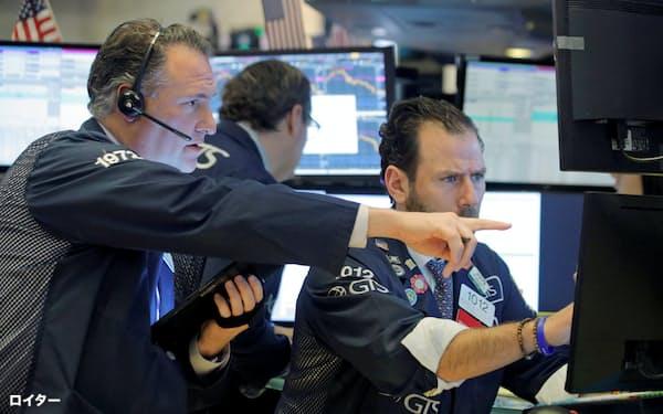 ダウ平均は過去最大の下げ幅を記録した27日のニューヨーク証券取引所=ロイター