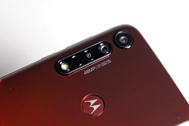 モトローラの最新スマホ「moto g8プラス」。4万円を切る価格ながら3眼カメラを搭載する