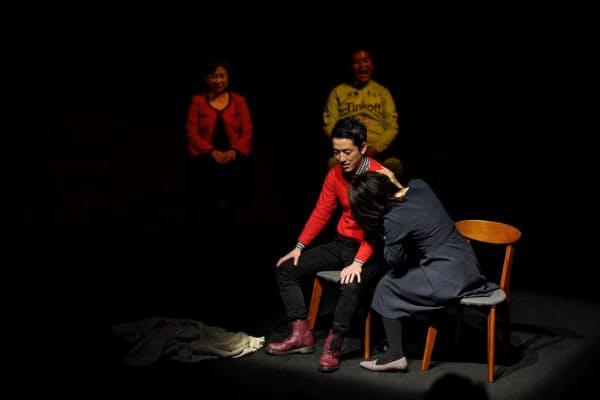 舞台経験のない会員13人が出演した演劇「世界が平和でありますように」