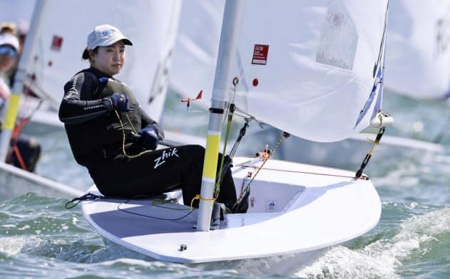 女子レーザーラジアル級決勝シリーズに出場した土居愛実。日本勢トップの8位となり、東京五輪代表に決まった(28日、メルボルン)=共同