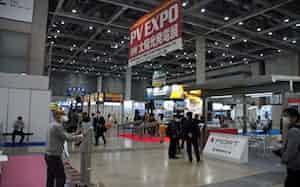 東京ビッグサイトで開かれた国内最大級の展示会も人出は少なかった