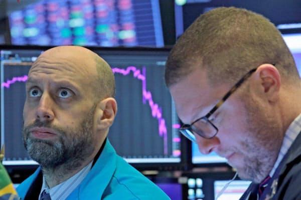 株価下落が続いた28日のニューヨーク証券取引市場=ロイター