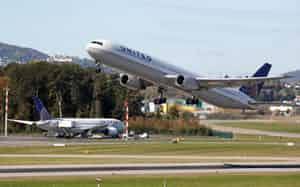 米ユナイテッド航空は成田・関空便を一部削減=ロイター