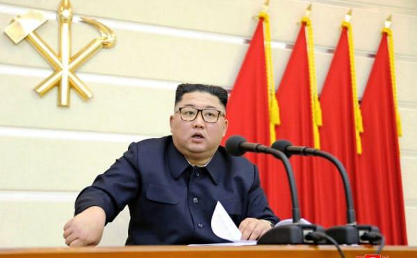 党の政治局拡大会議に出席した金正恩氏=朝鮮中央通信・ロイター