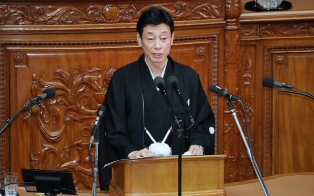 「デジタル・ニューディール」を国家戦略と位置付けた(1月、経済演説をする西村康稔経済財政・再生相)
