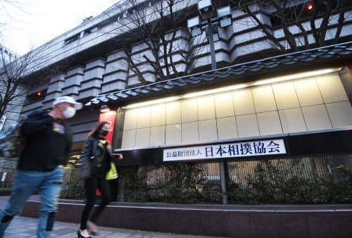 無観客開催が決まった大相撲春場所の会場(1日午後、大阪市浪速区)