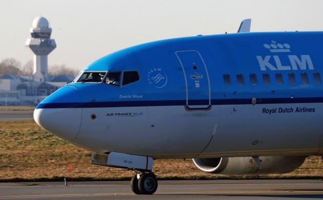新型コロナウイルスの感染拡大で、航空業界の収益は大打撃を受けている=ロイター