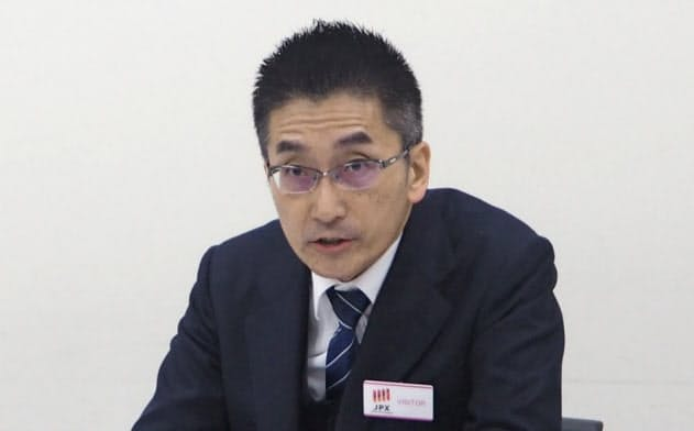 会見するカーブスホールディングスの増本岳社長(2日、東証)