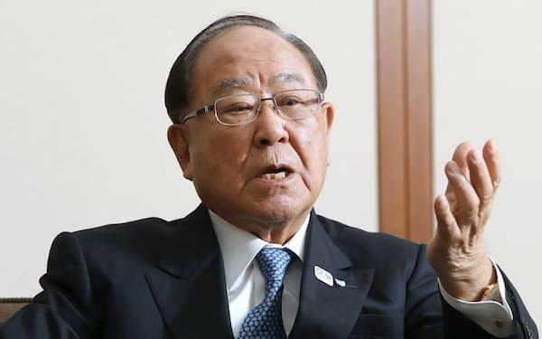 「有機ELの材料を自社製にすることを考えている」と語った御手洗冨士夫キヤノン会長