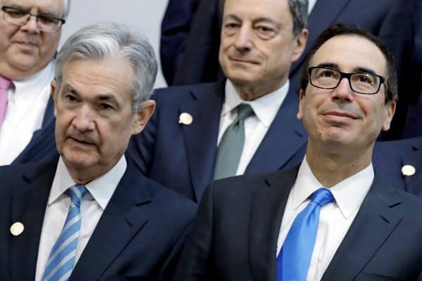 ムニューシン米財務長官(右)とパウエルFRB議長=ロイター