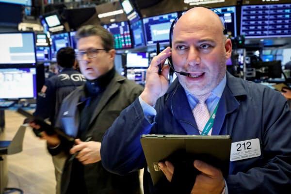 世界の中央銀行への緩和期待が高まりNY株は大きく反発した(2日、ニューヨーク証券取引所)=ロイター