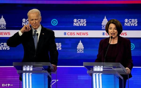 クロブシャー上院議員(右)は大統領選の民主党候補指名争いから撤退し、バイデン前副大統領の支持に回る=ロイター