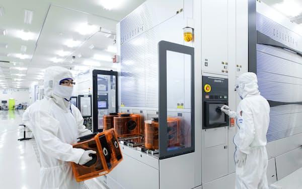 次世代技術への対応でシェア拡大を目指す(東京エレクトロンの工場内の様子)