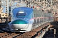 新幹線の利用者数が前年から1割減ったと発表した(東北新幹線を走る「E5系」車両=JR東日本提供)