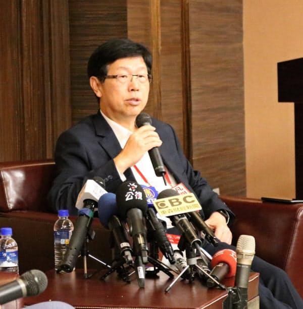 鴻海の劉揚偉董事長。今後、経営の厳しいかじ取りが求められる(1月、台北市内)