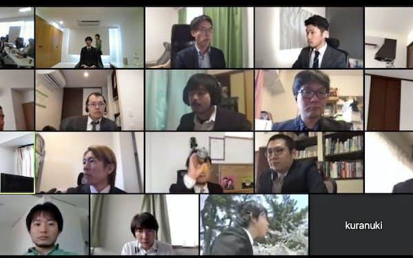 初開催したオンライン入社式。新入社員1人(上段左から2コマ目)を遠方から歓迎。