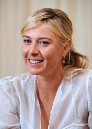 インタビューに答えるシャラポワ(09年9月)
