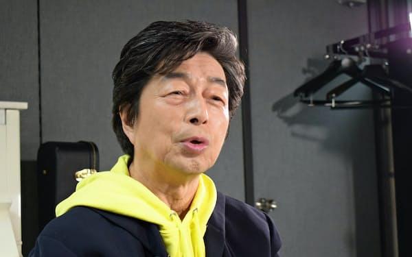 インタビューに答える中村さん