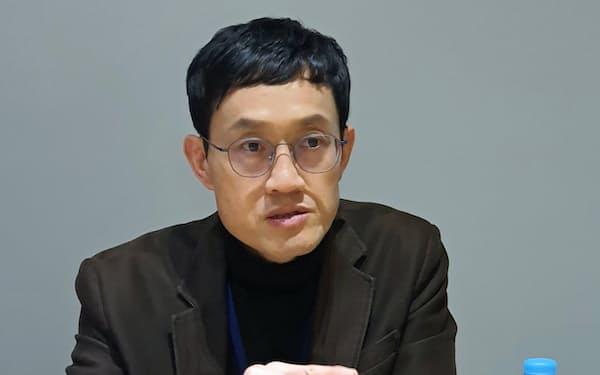 鄭倫碩牧師は教団の勢力急拡大の最大の理由は時代の変化に合わせた巧妙な「宣教マーケティング」にあると指摘する