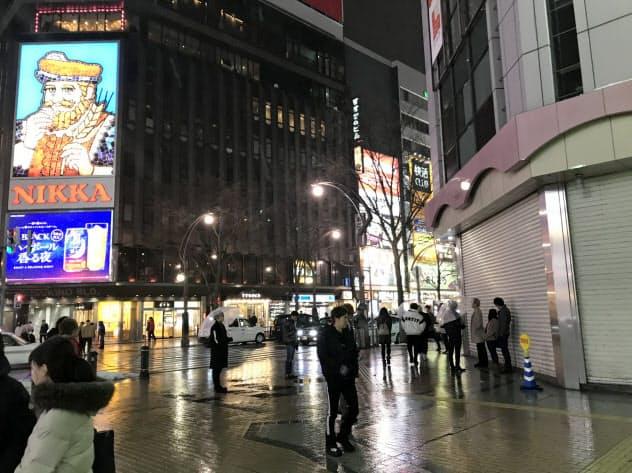 すすきのの街頭から人が消えた(札幌市)