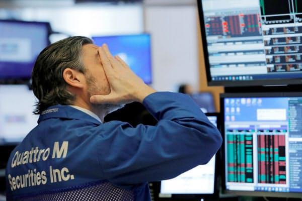 投資家のリスク回避の姿勢が強まった(5日、ニューヨーク証券取引所)=ロイター