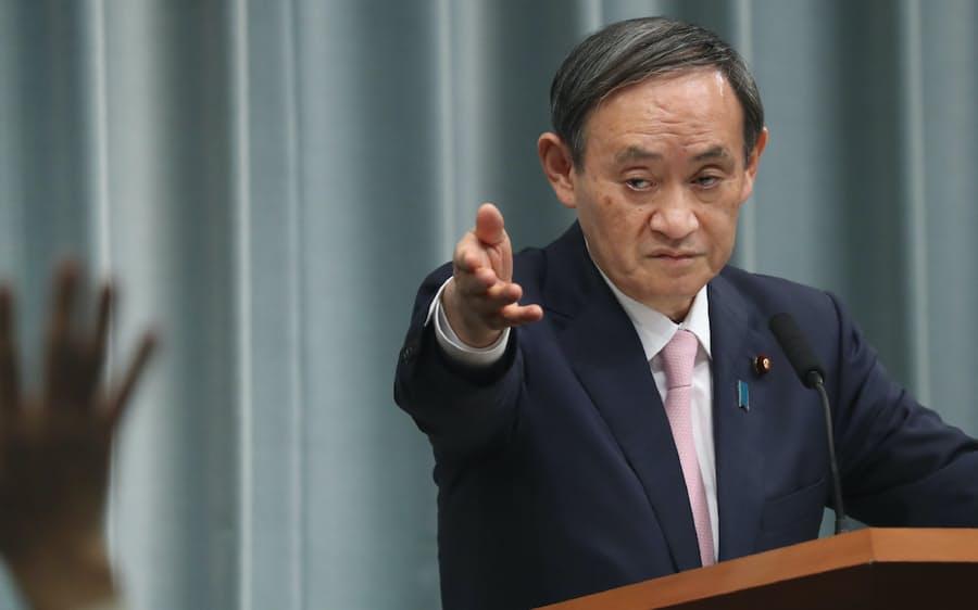 記者会見3000回で最多 菅官房長官「やりとりも情報源」: 日本経済新聞
