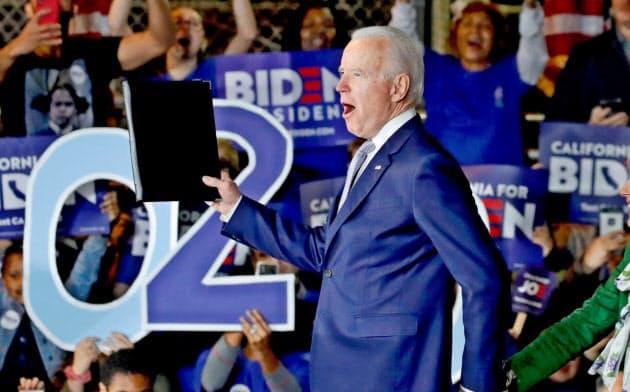 バイデン氏は3日のスーパーチューズデーで10州を制し、劇的な復活を遂げた=ロイター